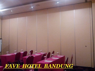 Partisi lipat Fave Hotel Bandung